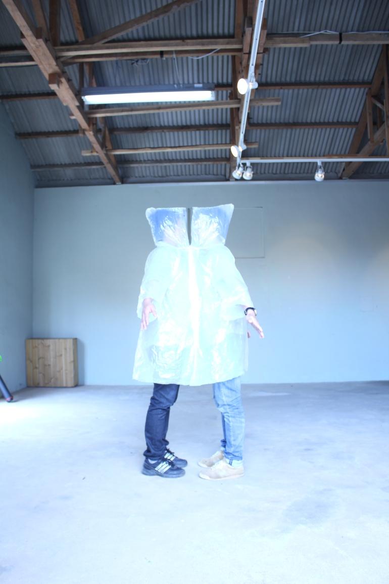 兩件雨衣b