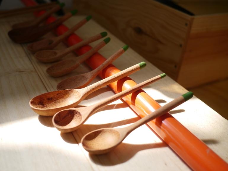 由切出鋤頭柄的一小段做出的匙羹