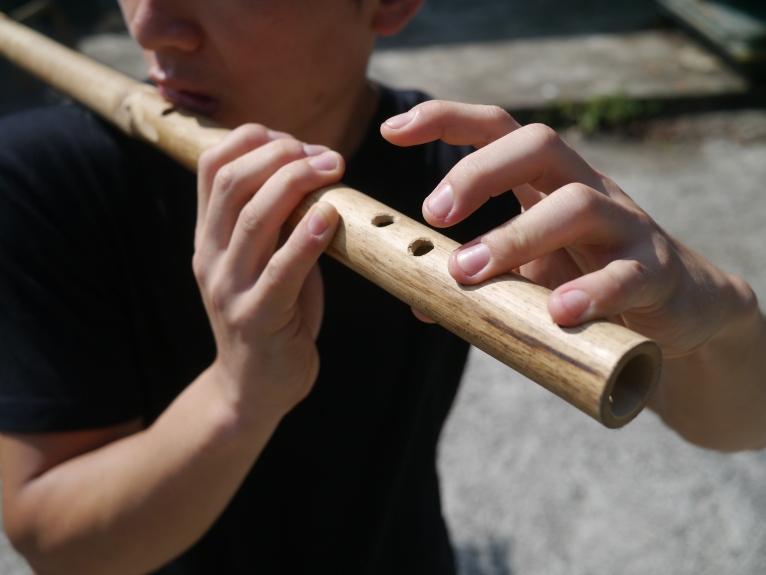 broom flute